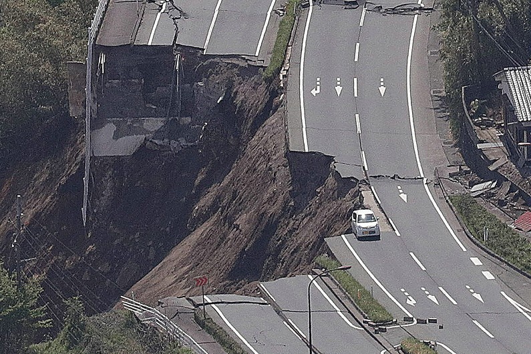 7782857298_seisme-a-mashiki-le-16-avril-2016